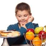 Quais são as causas da obesidade infantil e como preveni-las