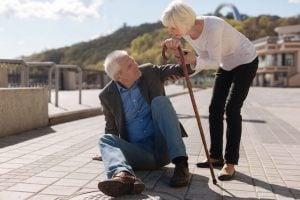 Prática de exercícios e queda de idosos